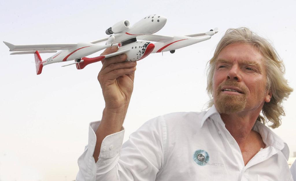 Richard Branson Says He Will Travel to Space in Mid-2019, With Tourists to Follow Soon After