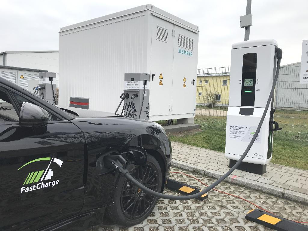 The automaker Porsche has presented a prototype charging station in Germany with an output of up to 450kW.  It can be used by electric models of all brands compatible with the European standard Type 2 variant of the widely used Combined Charging System (CCS).  Increasing the available charge capacity to up to 450kW considerably reduces the charging time, in turn increasing the number of vehicles able to use the technology in a given space of time.