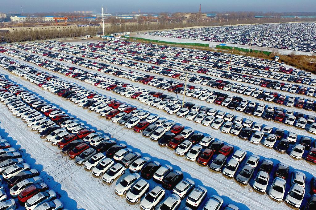 China's annual passenger car sales fell last year for the first time in more than 20 years as the trade war with the US rocked consumer confidence and Beijing reined in car financing channels.  Passenger car sales fell to 22.4 million vehicles in 2018, down 5.8 percent from a year earlier, data from the China Passenger Car Association (CPCA) showed on Wednesday.  In December sales plummeted 19.2 percent from a year earlier, the CPCA said.