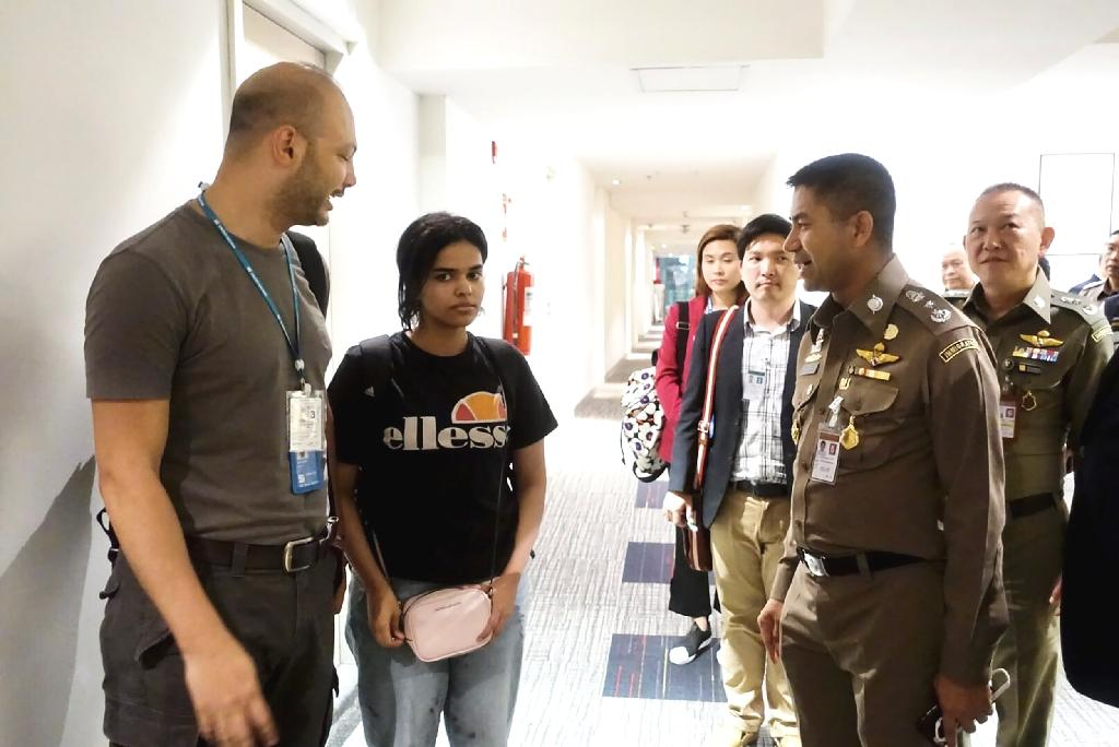 The UN has said an 18-year-old Saudi woman who fled her family is a legitimate refugee and has asked Australia to resettle her, Canberra said Wednesday, as the Twitter-led campaign to grant her asylum edged towards resolution.  Rahaf Mohammed al-Qunun was stopped by authorities at Bangkok's main airport as she arrived on a flight from Kuwait at the weekend after running away from her family, who she says subjected her to physical and psychological abuse.  Thailand initially said it would deport her at the request of Saudi embassy officials, barring her from travelling on to Australia where Qunun said she had intended to claim asylum.