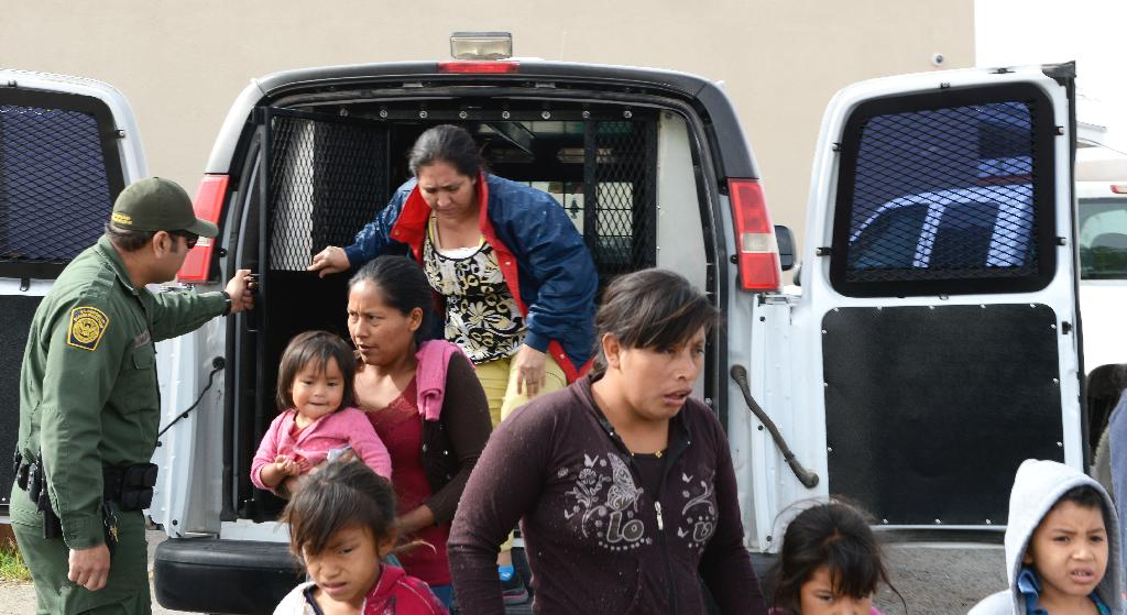 The Border Patrol dropped off 70 migrants at a Las Cruces homeless shelter on Friday because of shortages of space in government detention centers.