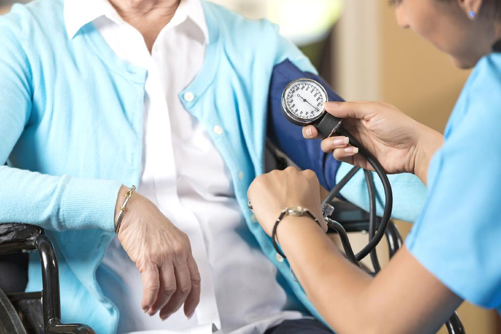 A preliminary new study has found that having high blood pressure later in life may speed up cognitive decline, but treating the condition may also help slow it down.  The researchers interviewed each of the study participants about their high blood pressure treatment and asked them to perform cognitive tests, such as recalling words as part of a memory quiz.  High blood pressure was defined as having a systolic blood pressure of 140 mmHg or higher and a diastolic blood pressure of 90 mmHg or higher, and/or taking antihypertensive treatment.