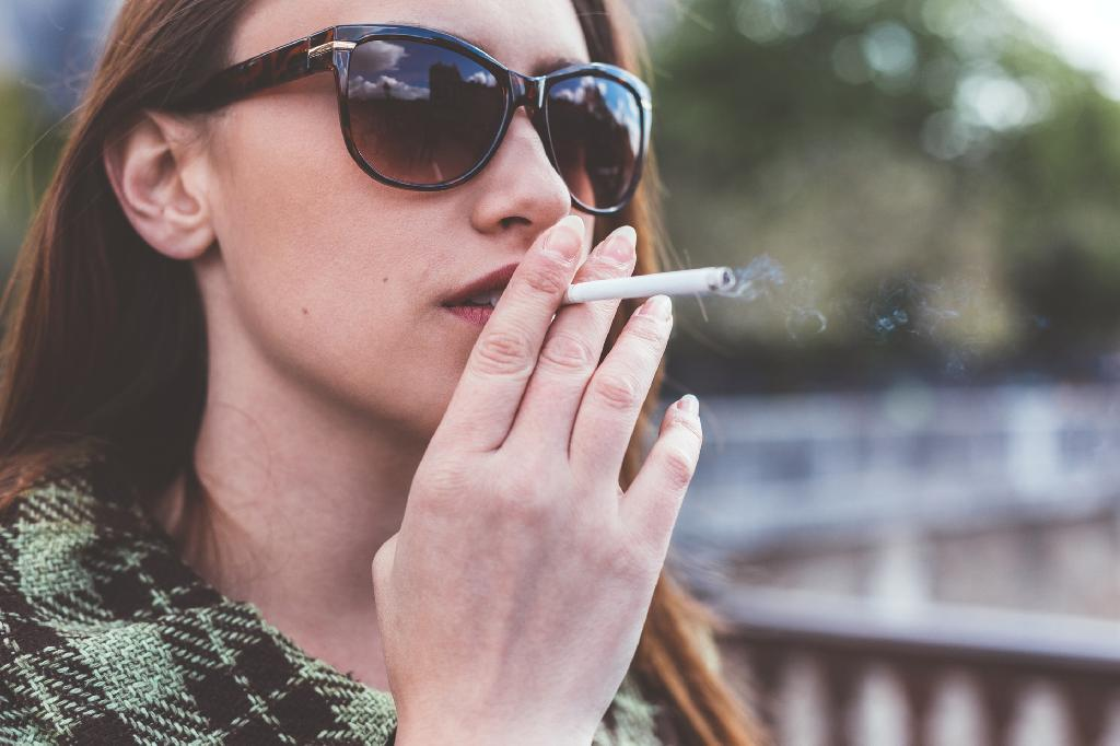 New US research has found that smoking even just five cigarettes a day or less is enough to cause long-term damage to lungs.  Led by researchers at Columbia University Vagelos Collegeof Physicians and Surgeons, the new study looked at 25,352 participants age 17 to 93 years who were a mix of smokers, ex-smokers and never-smokers.  Thanks to using such a large study sample, the researchers were able to see differences in lung function among light smokers (defined as 5 or less cigarettes per day) and heavy smokers (30 or more cigarettes per day) which other studies have been unable to detect.