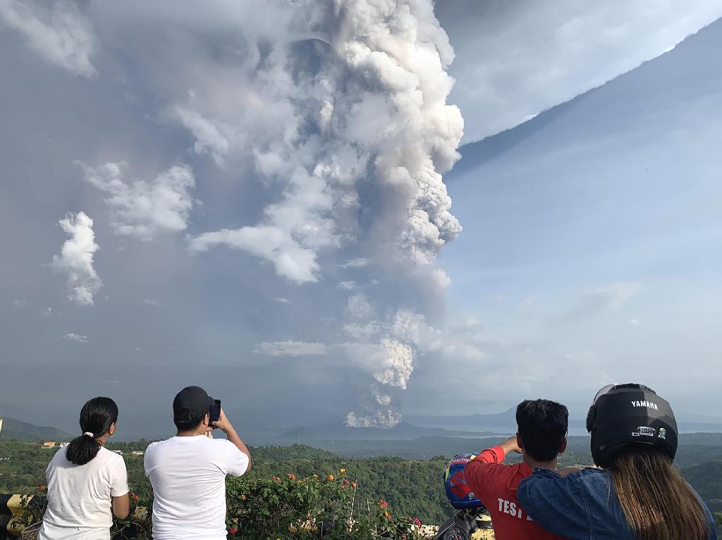 Philippine authorities warned Sunday an 'explosive eruption' of a volcano south of Manila could be imminent, hours after it sent a massive column of ash skyward that forced officials to halt flights at the capital's main airport until further notice.  Thousands of people living near Taal volcano, a popular tourist attraction set in the centre of a picturesque lake, were evacuated from their homes as it spewed ash, rumbled with earthquakes and lightning exploded above its crest.  A 'hazardous explosive eruption is possible within hours to days', the nation's seismological agency warned, as locals weighed whether or not to flee the area.